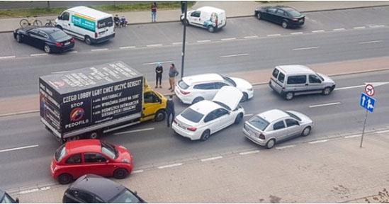 """Napad na aktywistę prowadzącego akcję """"Stop Pedofilii"""". Co się wydarzyło na warszawskim Ursynowie?"""
