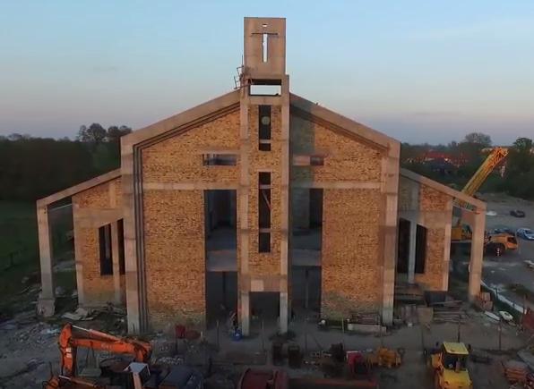 Dach nabiera kształtu!
